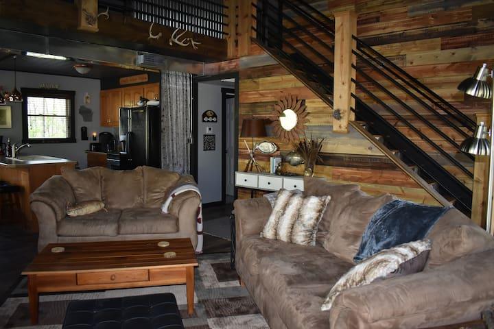 WOODVIEW LODGE -- Grandview Motel, LLC