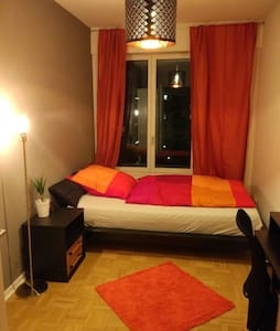 Comfy room near Messe (Fair) with private bathroom - Frankfurt nad Mohanem