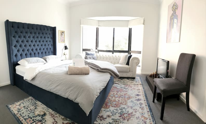 2 bedrooms with en suites. Perfect for 2 couples.