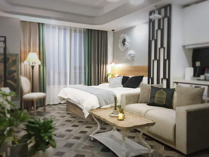 Mhome 洛可可 公主风 100寸高清投影万达广场40平方时尚公寓