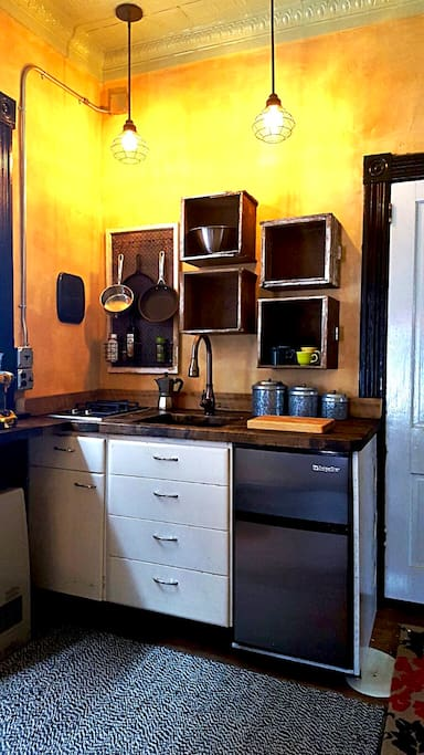 The studio offers a small, but full kitchenette complete with a fridge/freezer, gas stove, sink, electric oven, and electric kettle, for the option to cook full meals.