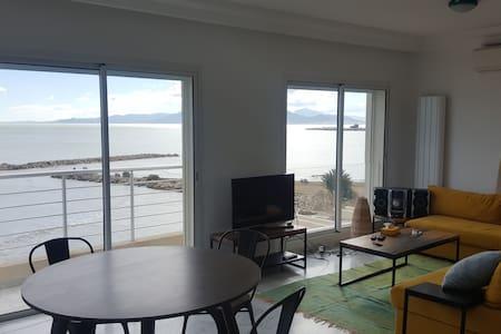 Waterfront 2BR modern flat, Tunis - La Goulette - アパート
