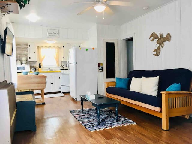 2BR Cottage in ❤️of HB   ⭐Parking, Steps to Beach⭐