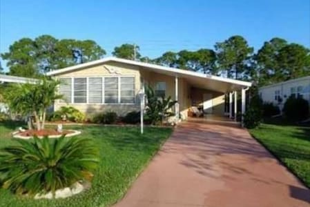 Snowbirds in Paradise - Relaxing Barefoot Bay Home - Barefoot Bay