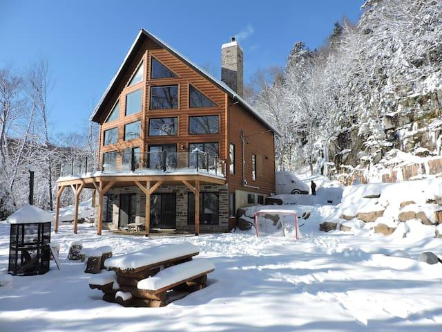 Luxury Lakefront Cottage