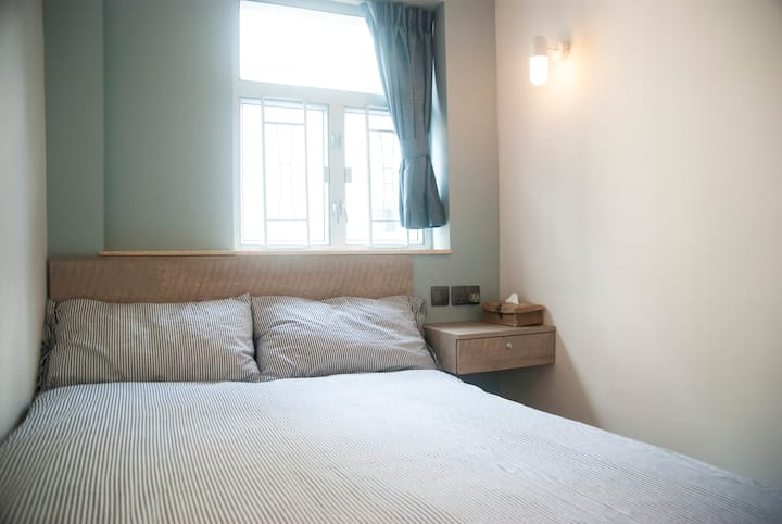 Homey & Bright Double Bed 2pax. 1Min-MTR@Jordan