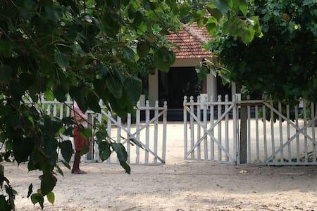 The Frangipani Marari Beach - Mararikulam - House