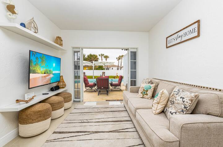 Gorgeous Daytona Home with Patio Pvt Pool and Walk distance to Beach