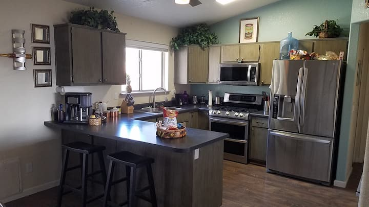 """IRON TERRACE House """"Kitchen only shared with host"""""""
