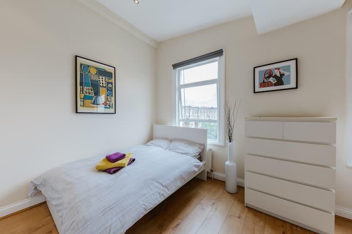 Lovely Studio Flat in Ladbroke Grove