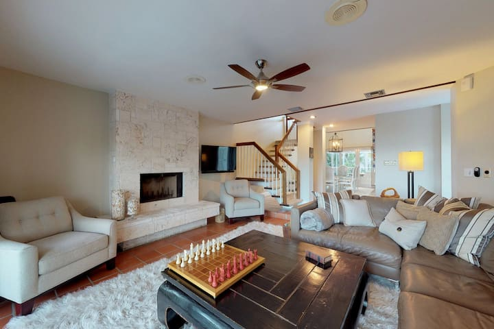 Waterview home w/ two enclosed patios, boat slip - close to the beach & town