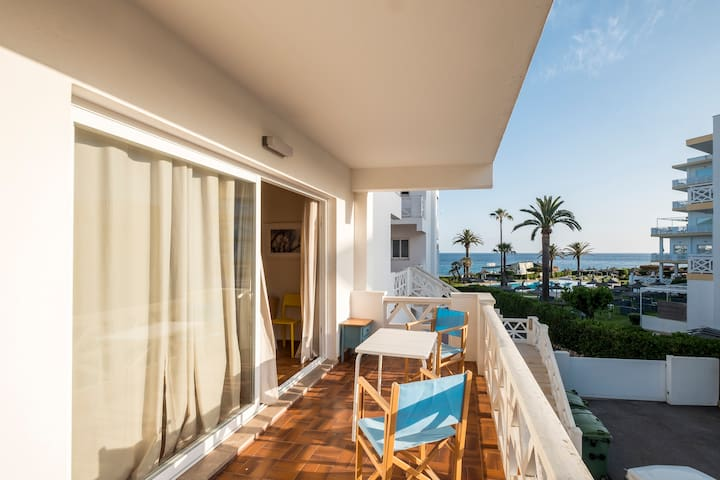 Comfy 3 bedrooms apartment 1 minute to the beach