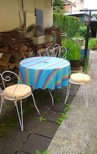 Joli apt avec jardin & terrasse