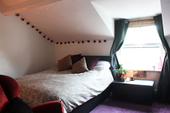 Beautiful large DOUBLE ROOM in attic