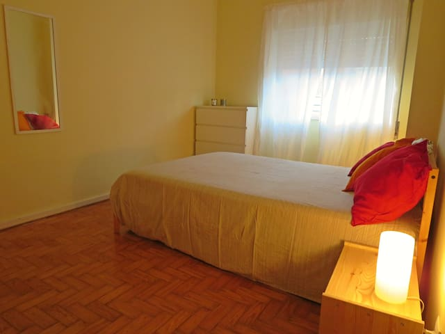 quiet room in the city center with metro conection - Porto - Daire