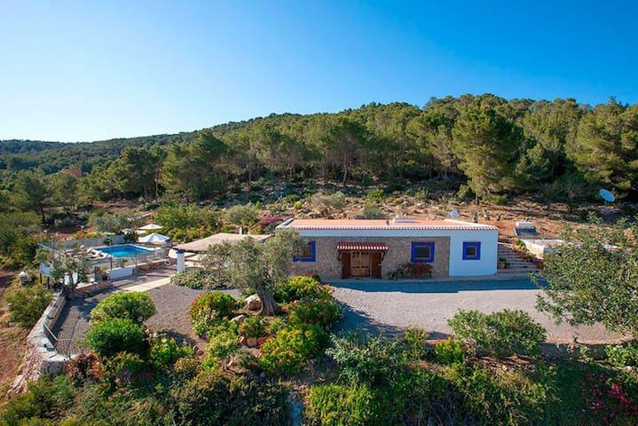 Casa típica con vistas, piscina, billar, ping pong - Sant Joan de Labritja - Hus