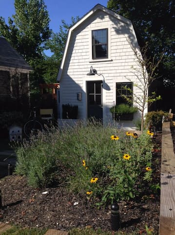 Magical Cottage,Steps to Commercial St., Attracti - Provincetown - Haus