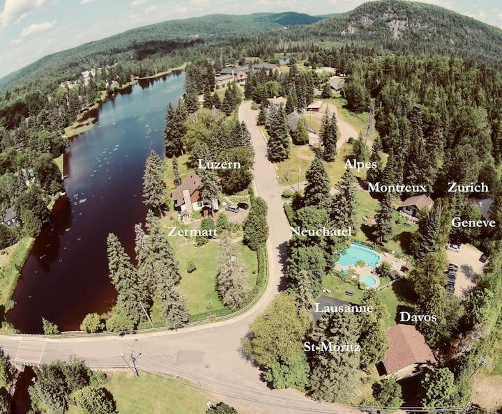 Le Village Suisse: 9 chalets, piscine, spa & lac