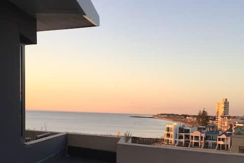Glenelg BEACH & Park  views -wifi parking