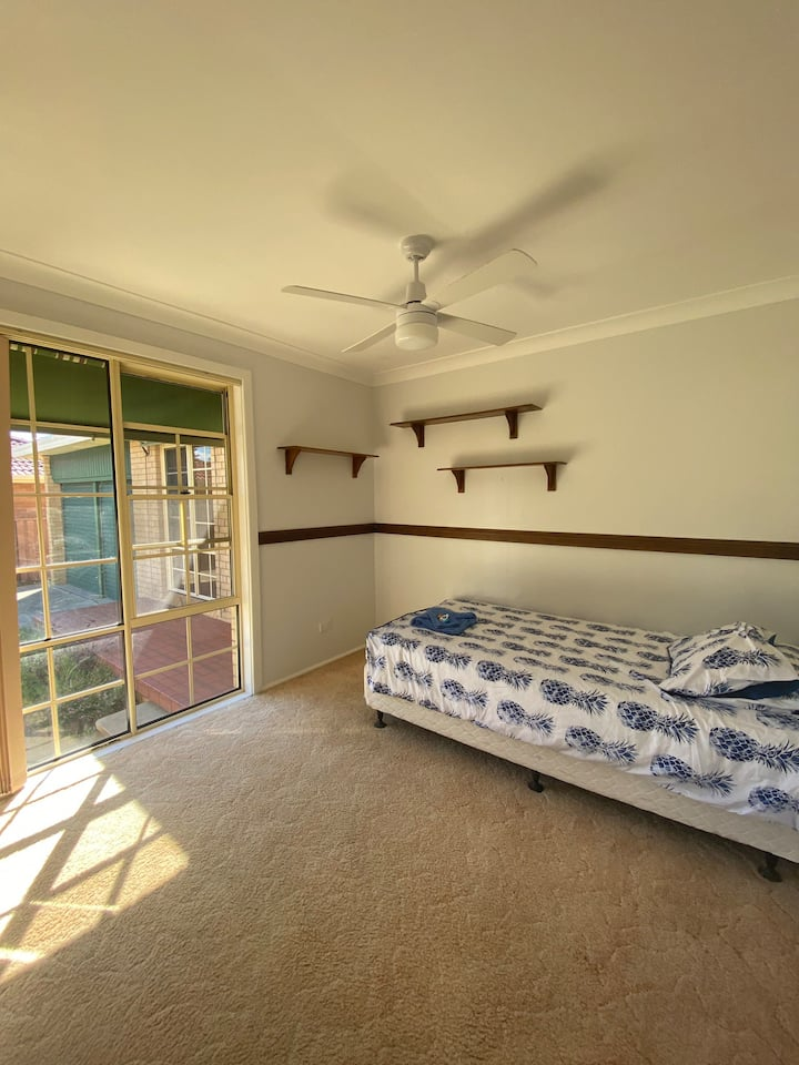 Private Room in Share House Caves Beach