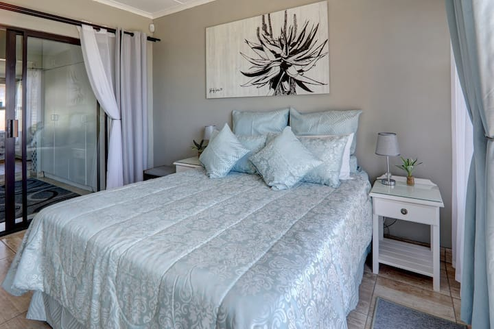 Oceanview@JBay Self Catering with Awesome Seaviews