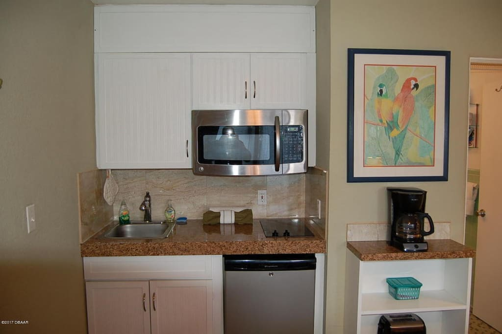 Neat little Kitchen nook to Cook Beachside treats! Pots and pans, dishes, just bring your snacks and your suntan lotion!