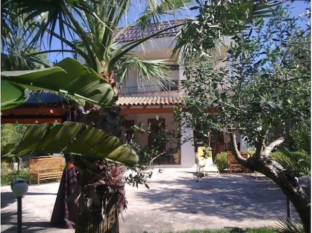 Villa bifamiliare con giardino e parcheggio - Contrada Foggia - วิลล่า