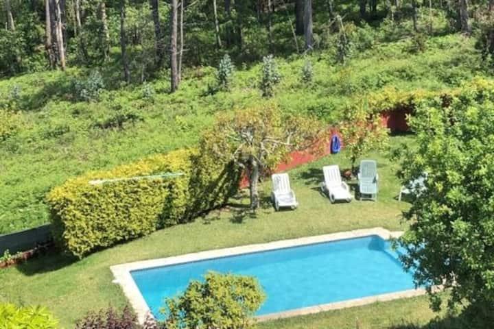 Habitación privada en casa con piscina y vistas
