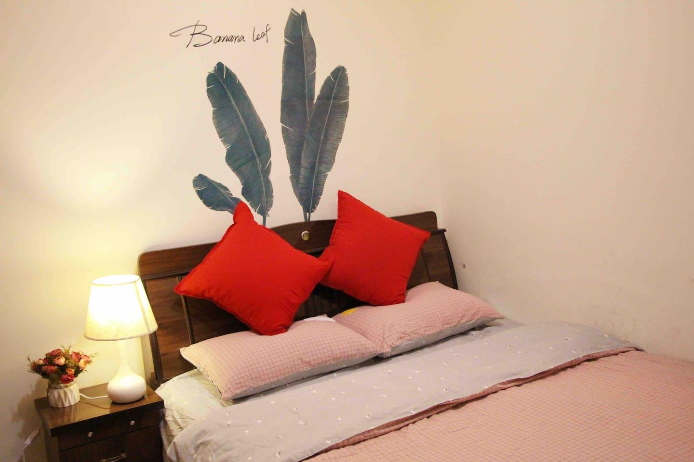 卧室2,1.5米双人床。