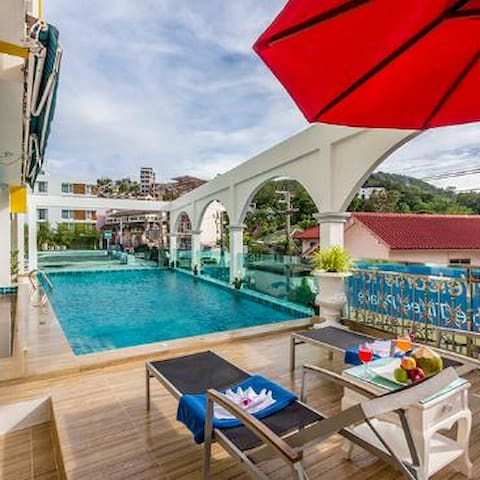 Happy family room with pool #Triple Three Palace - Patong - Bed & Breakfast