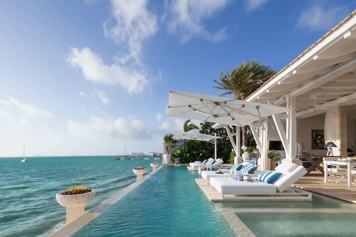 Ocean Front Villa with Spectacular Ocean View