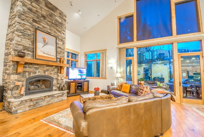 Luxury Townhome, Great Mountain Feel - Snowflake Chalet