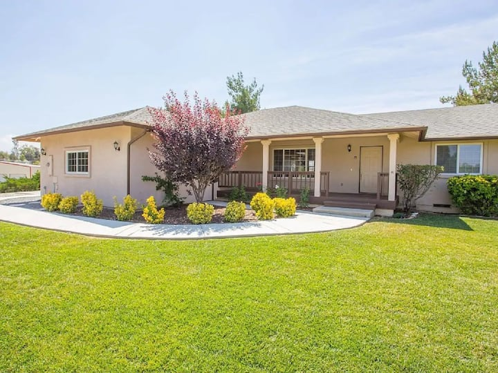 Pool/View Home Walking Distance to Wineries!!