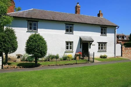Elmhurst Cottage, Lower Quinton. - Welford-on-Avon