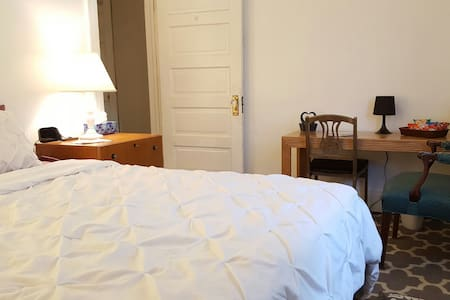 Cozy Room w/ Private TV & Complimentary Coffee Bar - Lakewood - Townhouse