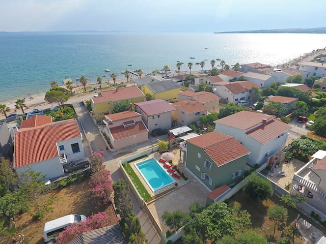 NEW Stunning villa 40m from beautiful beach
