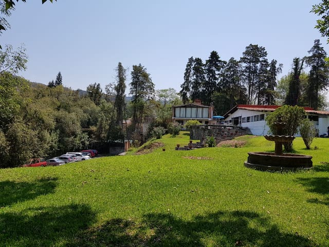 Casa Principal y Casita Adicional (Main House and Additional House)