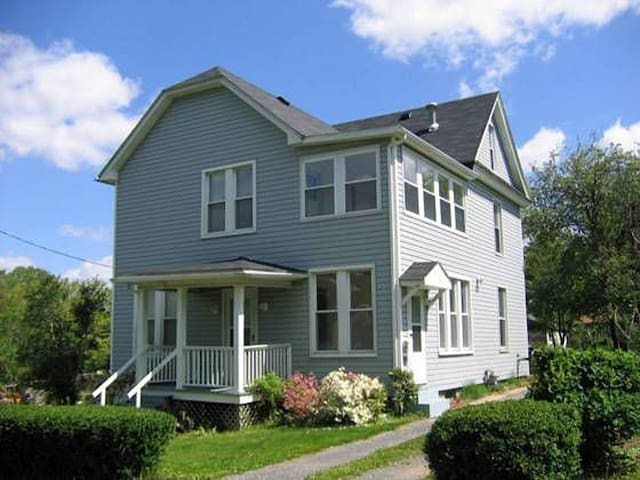 Country Home Near Main St. & Trail - Frostburg - Ev