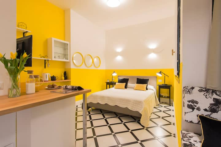 YELLOW - junior suite with bath in exclusive Villa