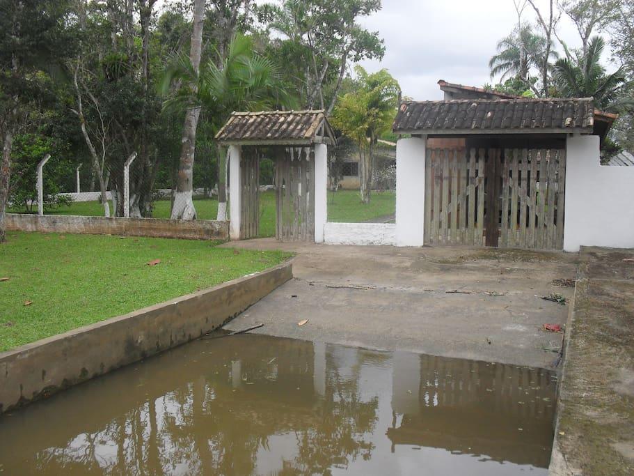 Rampa de acesso ao Rio para descida de embarcação ou jetiski .