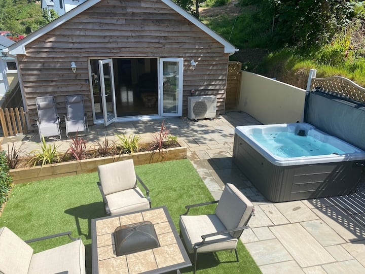 Woodley Lodge for the perfect Cornish getaway