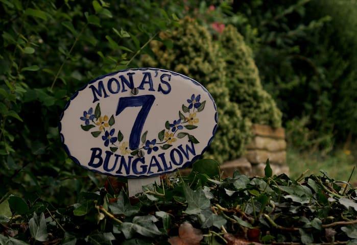 Mona's Bungalow
