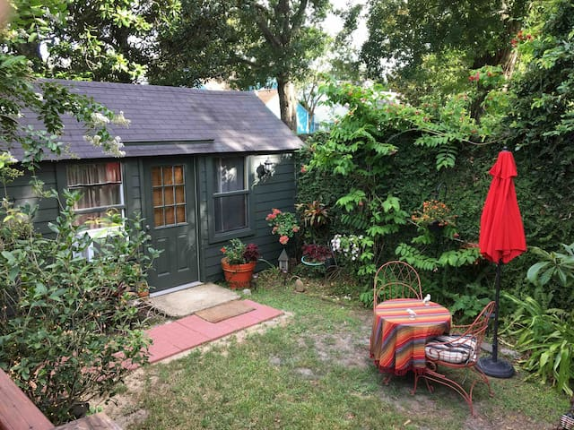 Private Audubon Park Garden Studio near Tulane