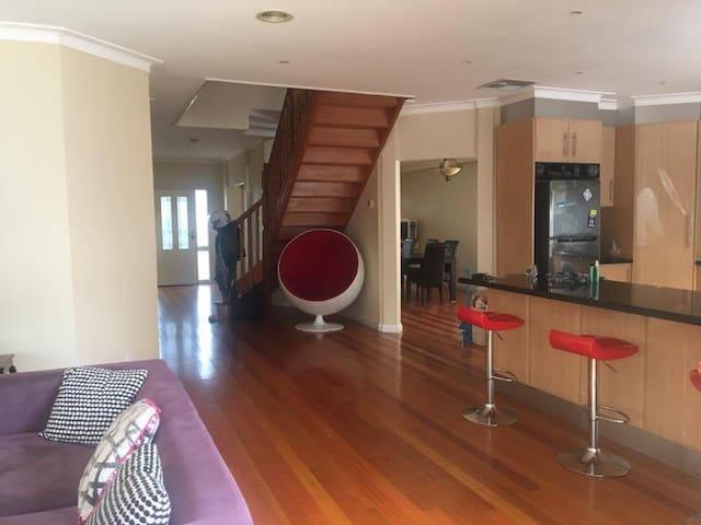 Spacious Double Room in Coburg - コブルグ