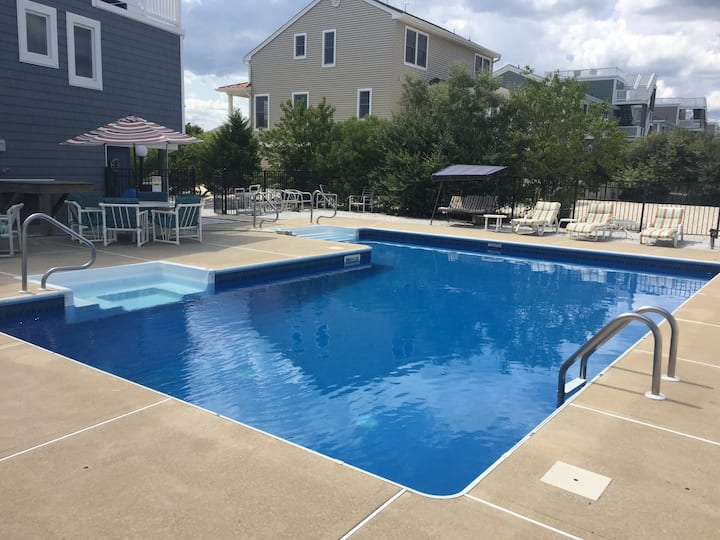 4 BEDROOM LBI HOME IN NORTH BEACH WITH POOL