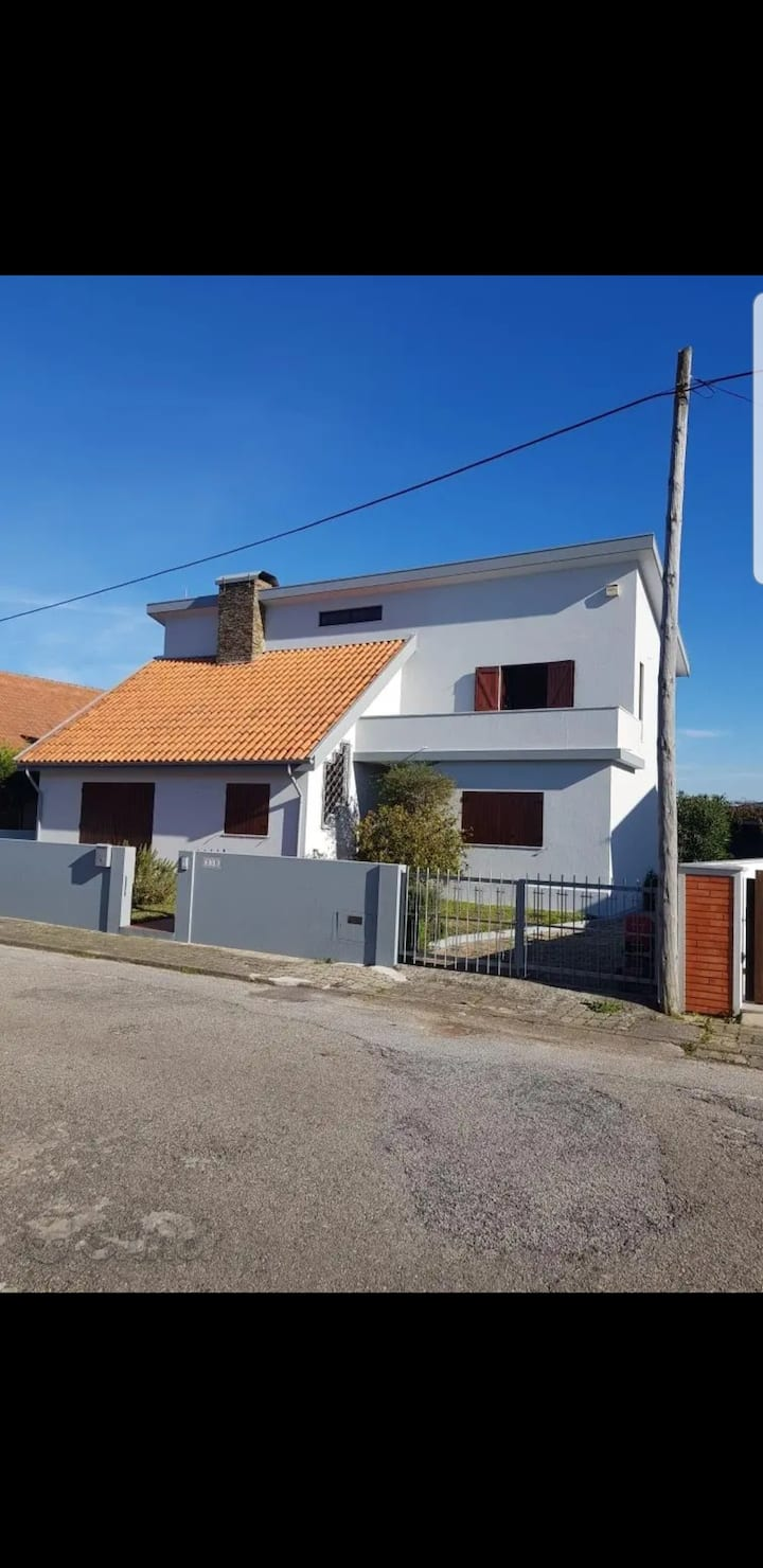 Whole 5 bed house close to the beach