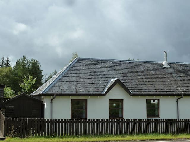 But'n'Ben No 3, Stronaba. Please note shed on left of the house is included in let - a dry and lockable space for skis/bikes etc.