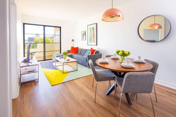 Brentwood -UCLA- Santa Monica Luxury  2 Bedroom + parking  by MySuite 206
