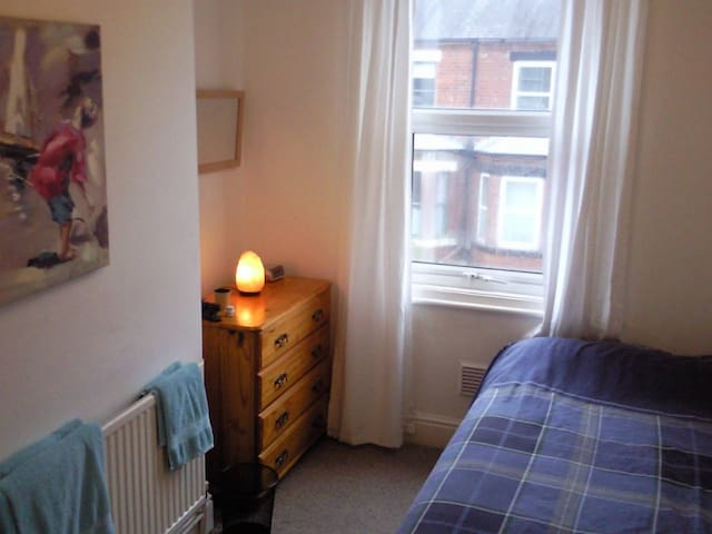 Good Size Room Near City Center - York - Appartement