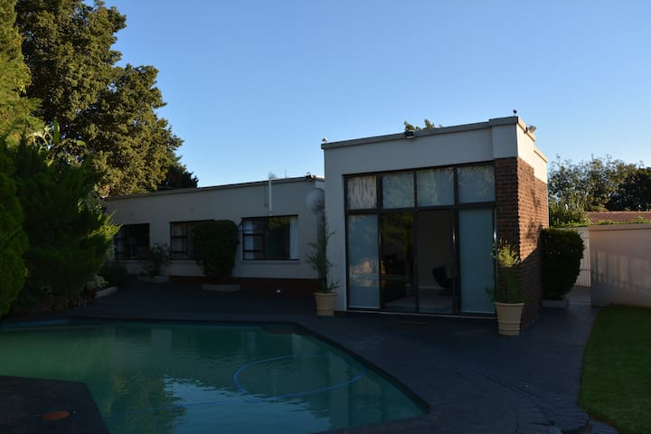 Wink-Wink Estate - The Real SA Suburb Experience - Germiston - House